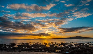 글로벌 Thumb-desk_318x185px_Takapuna-Beach.jpg