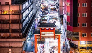 グローバル Thumb-desk_318x185px_Temple-Street-Night-Market.jpg